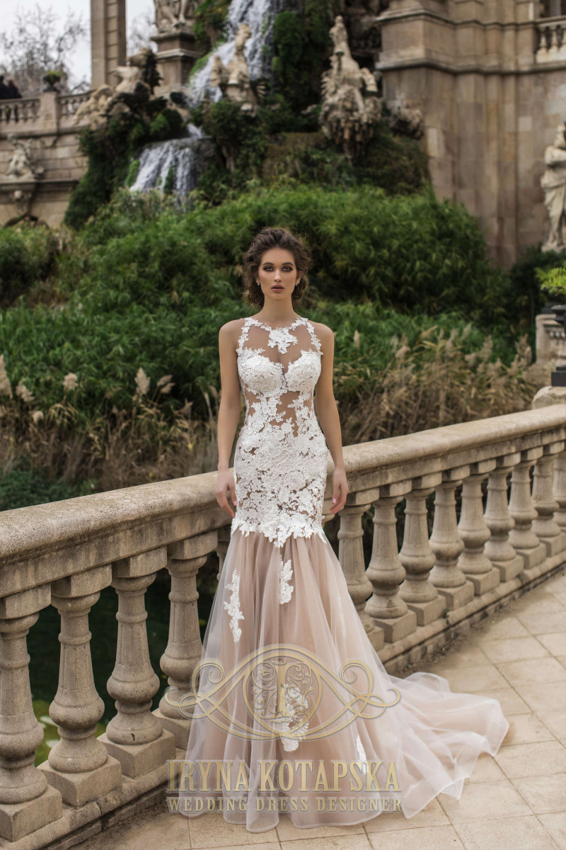 Wedding gown for short bride