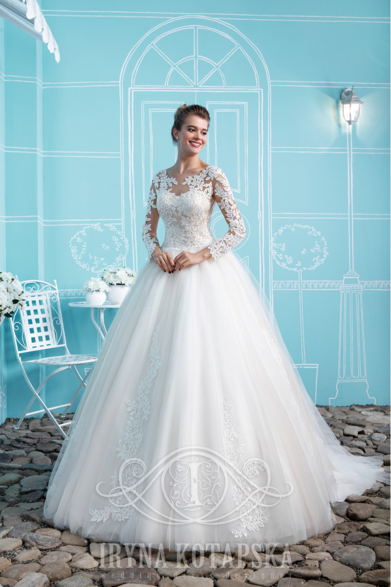 Bride's dress with a 0.5 meter train, the back has a shortened lacing and buttons