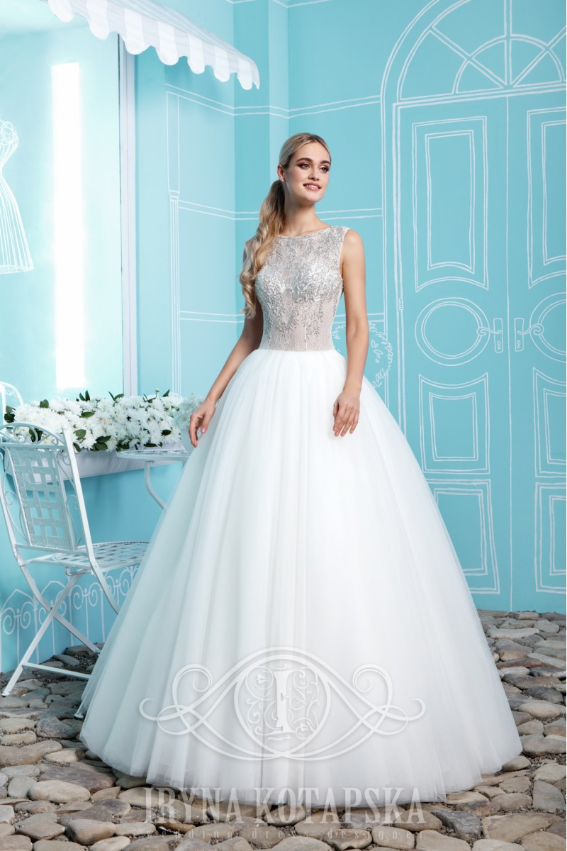 Delicate wedding dress princess