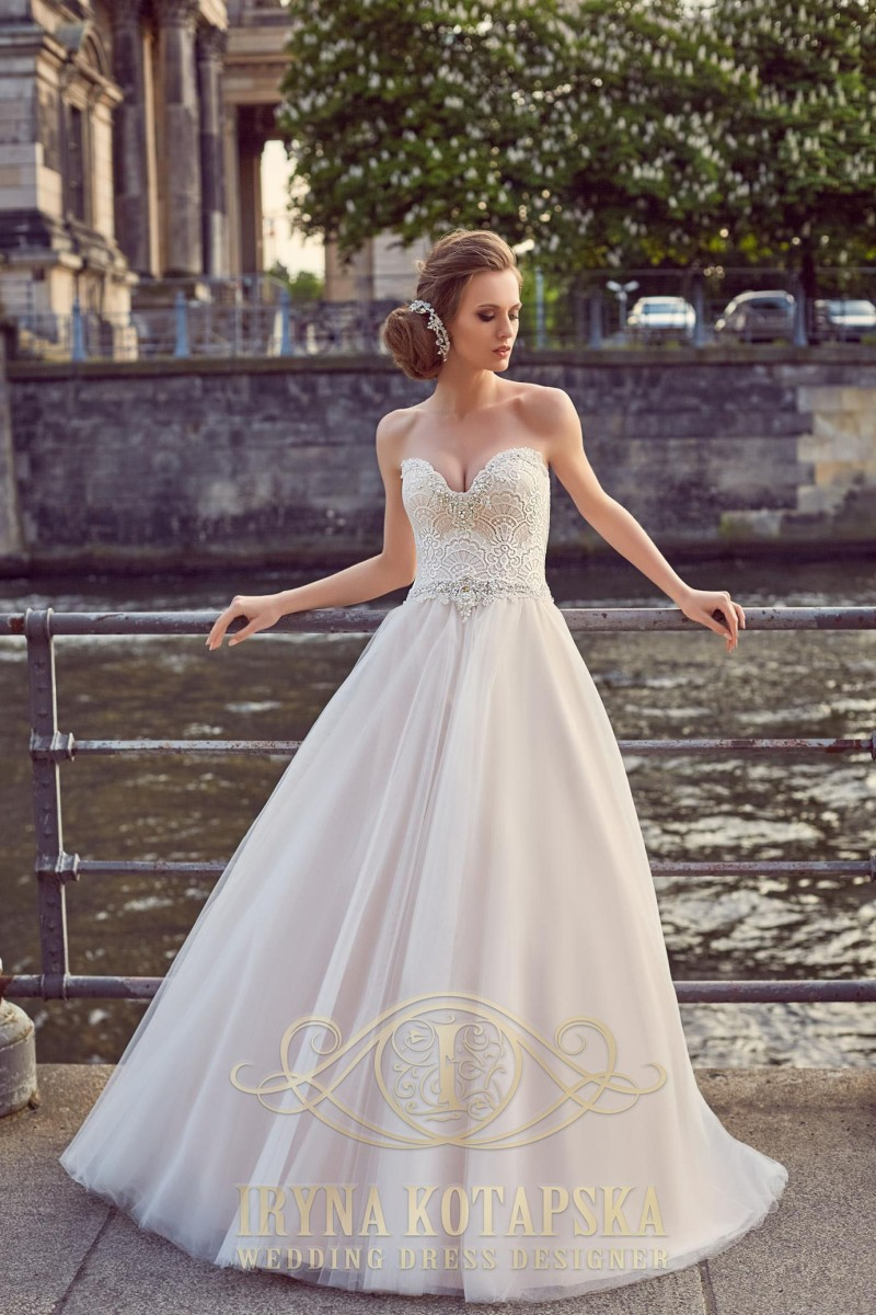 A ballgown wedding dress