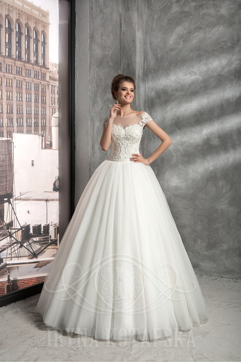 Cheap wedding dress with buttons down back for beach